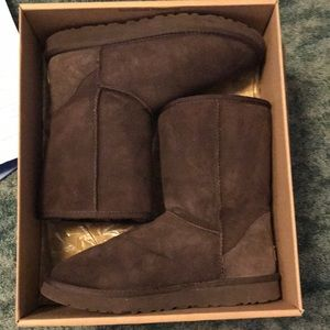 cheap for discount 4f49c 91d87 Women Chocolate Brown Short Ugg Boots on Poshmark